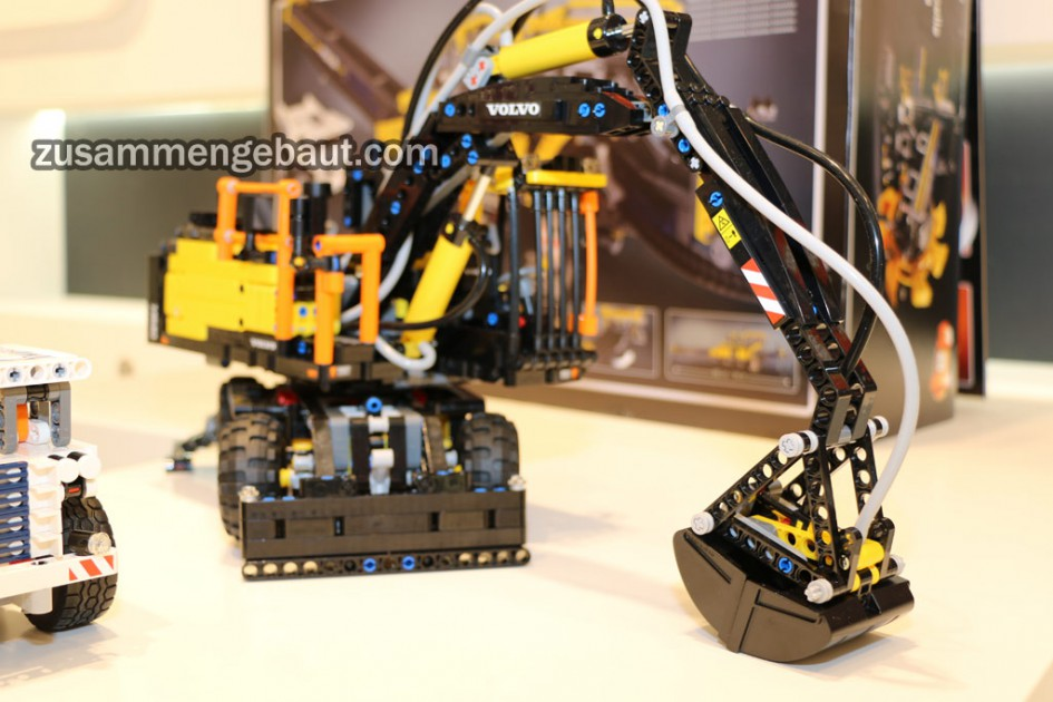 new lego technic 42053 volvo ew ichiban toys. Black Bedroom Furniture Sets. Home Design Ideas