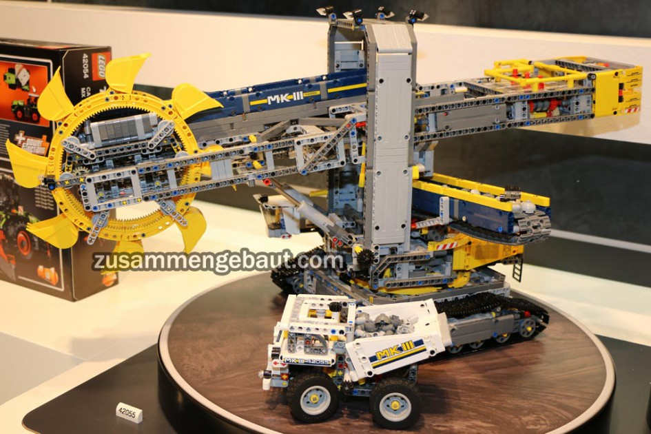 new lego technic 42055 bucket wheel excavator ichiban toys. Black Bedroom Furniture Sets. Home Design Ideas